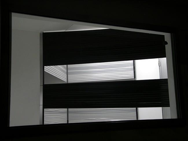 Joung-en Huh: Bruno. Stahlprofil, Gewebeband, 340 x 215 x 265 cm, marks blond project bern, Schweiz 2005, Foto: Manuel Burgener