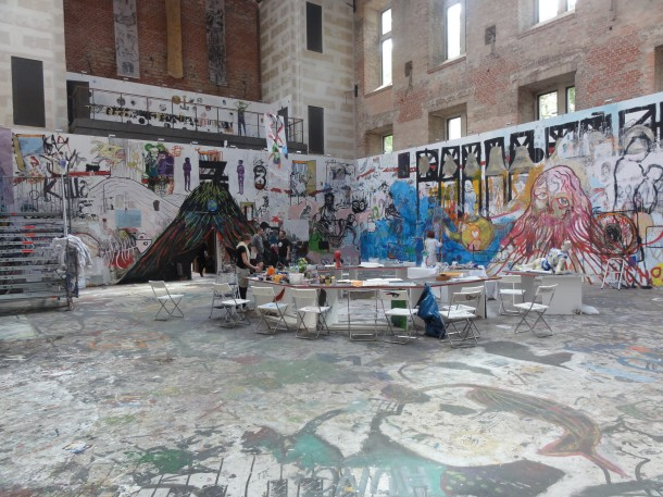 Anarchopoetische Wanddekoration beim Draftsmen's Congress in Schinkels Elisabethkirche