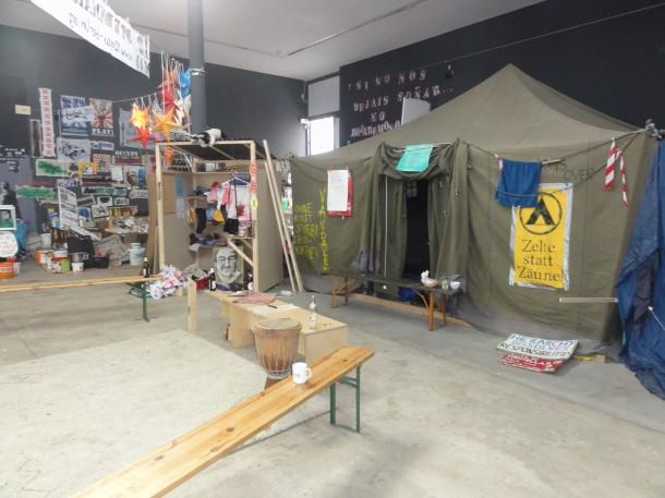 Occupy! Die Wut im Bauch der Kunstwerke. Siebte Berlin Biennale - Ausstellungsansicht