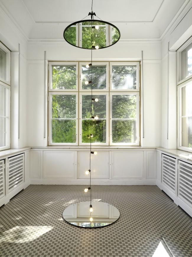 Jeppe Hein, Mirrors and Light, 2009, Ausstellungsansicht Haus am Waldsee, 2013, Foto: Bernd Borchardt