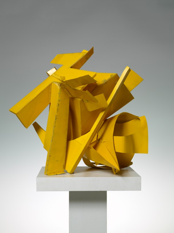 Thomas Kiesewetter: Taumel, 2010 / Metallblech, Plastik, Stahl, Sprühfarbe, 68 x 70 x 75 cm, © Foto: Jochen Littkemann, Courtesy: Contemporary Fine Arts Galerie GmbH