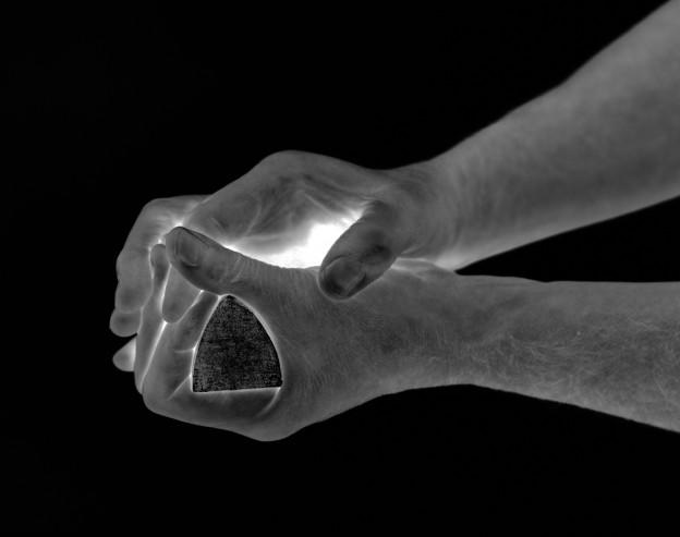Giuseppe Penone: Geometria nelle mani – 4 aprile, 2004 (Detail) 15 Schwarzweißfotografien, jeweils 36,7 x 27,6 cm Konrad Fischer Galerie, Berlin, Foto © Archivio Penone © VG Bild-Kunst, Bonn 2014