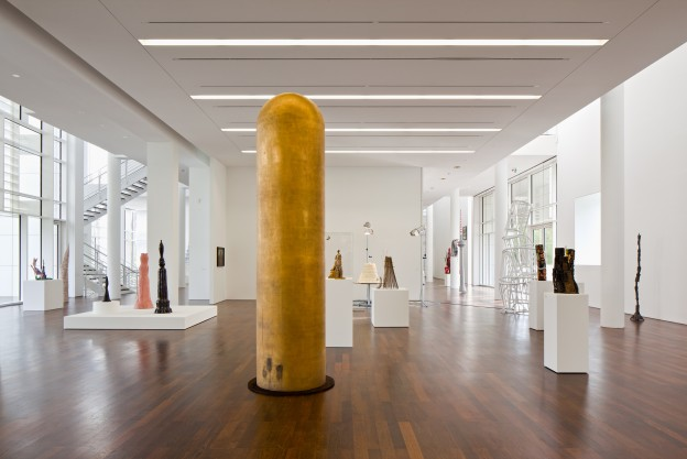 Ausstellungsansicht Arp Museum / James Lee Byars The Golden Tower, 1982-1992 / Foto: Mick Vincenz