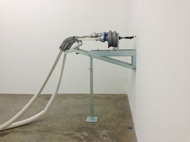 Michael Sailstorfer: Freedom Fries am Arbeitsplatz, 2013. Ausstellung Haus am Waldsee 2014, Foto: Michael Sailstorfer