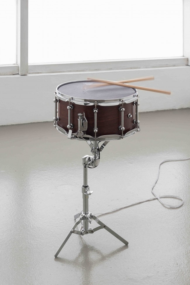Anri Sala, Names in the Doldrums, 2014. Altered snare drum, loudspeaker parts, snare stand, drumsticks, soundtrack (mono). Duration: 2 min 40 sec. 75 x 56 x 41 cm. Courtesy Galerie Chantal Crousel, Paris, and kurimanzutto, Mexico City.