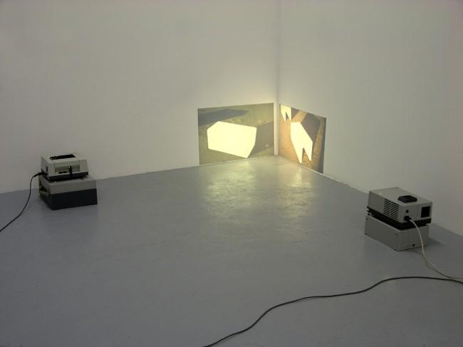 """Wolfgang Plöger: Leerstellen. Installationsansicht, """"variable dimensions"""", Stella Lohaus Gallery, Antwerpen;  2005"""