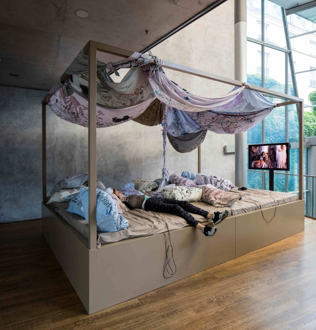 M/L Artspace: In Bed Together, 2016, Installation view, Cotton, linen, wood, screen print, butt prints, rubber, video, Courtesy M/L Artspace, Photo: Timo Ohler