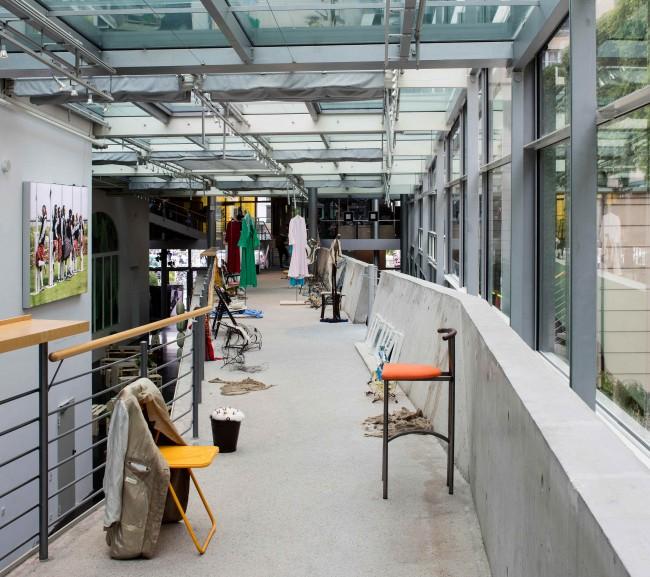 Installation view, Photo: Timo Ohler. Burkhard Beschow & Anne Fellner: Drudges (Chair series), 2016, wire, various functional parts (screws, nuts, wheelchair handles, hooks, broomsticks, etc.), Courtesy Burkhard Beschow & Anne Fellner
