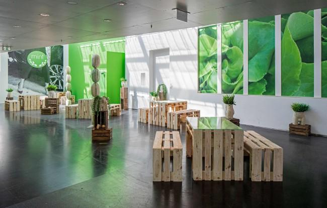 Debora Delmar Corp.: MINT, 2016, Installation view, Juice bar, furniture, prints, Courtesy Debora Delmar Corp.; Duve, Berlin. Photo: Timo Ohler